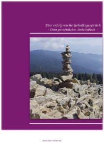 Steinturm vor Bergkulisse